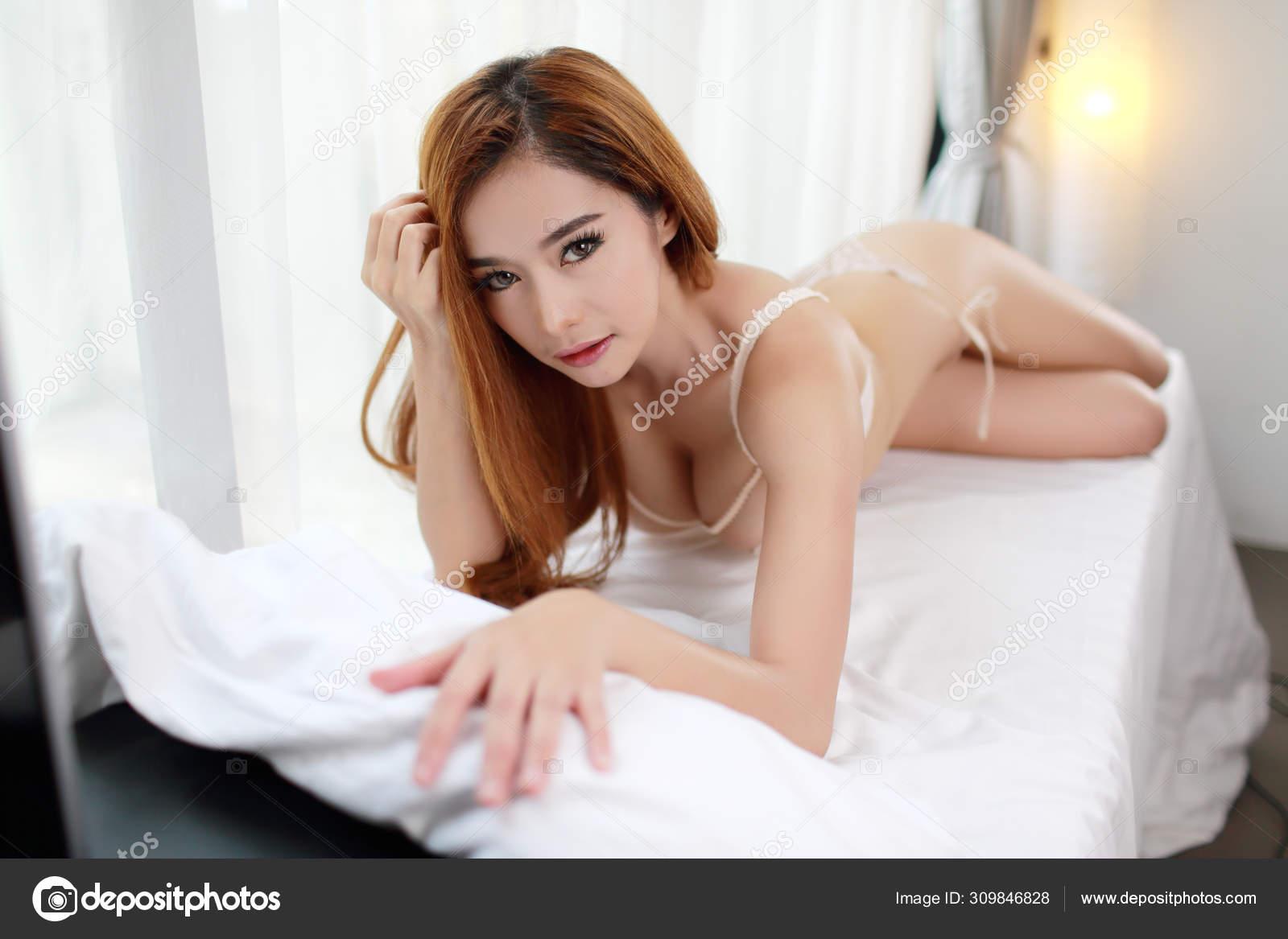 Sexy Asian Girl Masterbating
