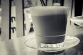 Reggel kávét a kávézóban