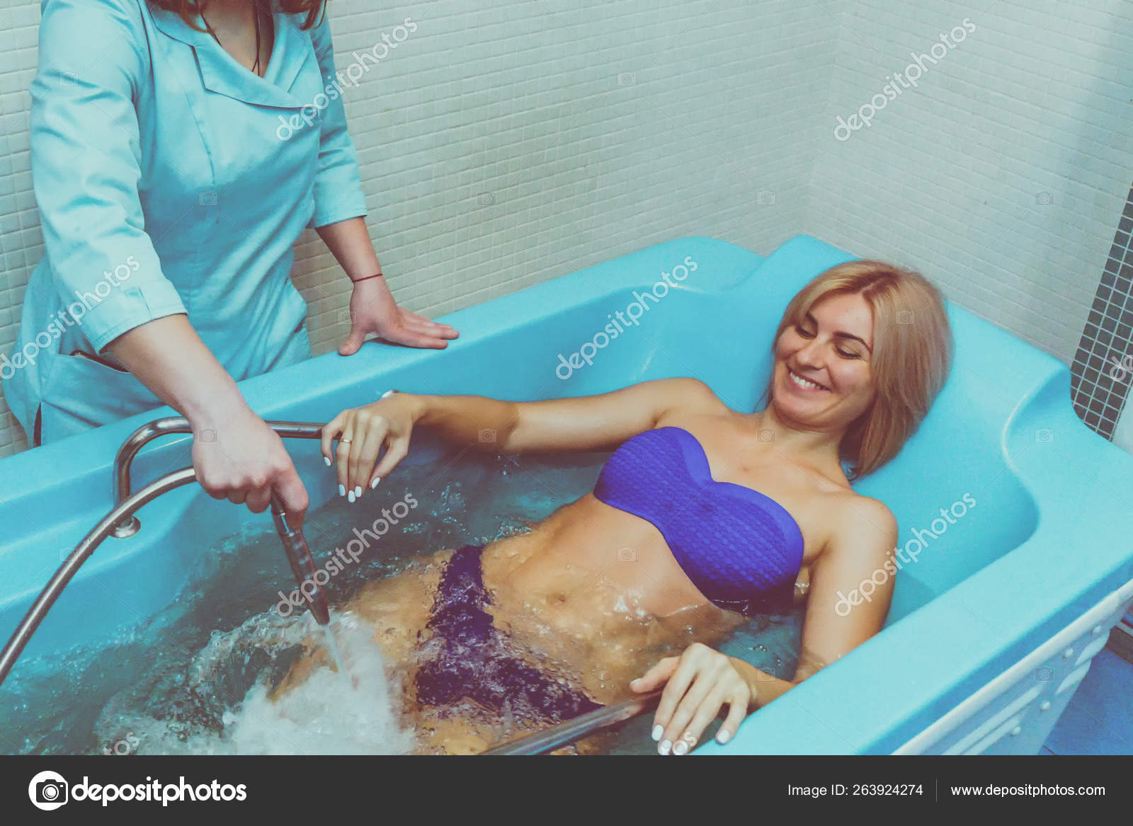 Блондинка: отдых в спа-салоне