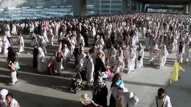 Muslim pilgrims head to Muzdalifah in Mecca, Saudi Arabia Stock Video FootageMuslim prospective pilgrims head to Muzdalifah after they performed Waqfa prayer in Mecca, Saudi Arabia.