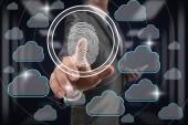 Fotografia Scansione delle impronte digitali delluomo daffari premendo per sbloccare tutti i dati di tecnologia cloud sopra dati sfocato sullo sfondo al centro sala server, Business Technology sceurity concetto
