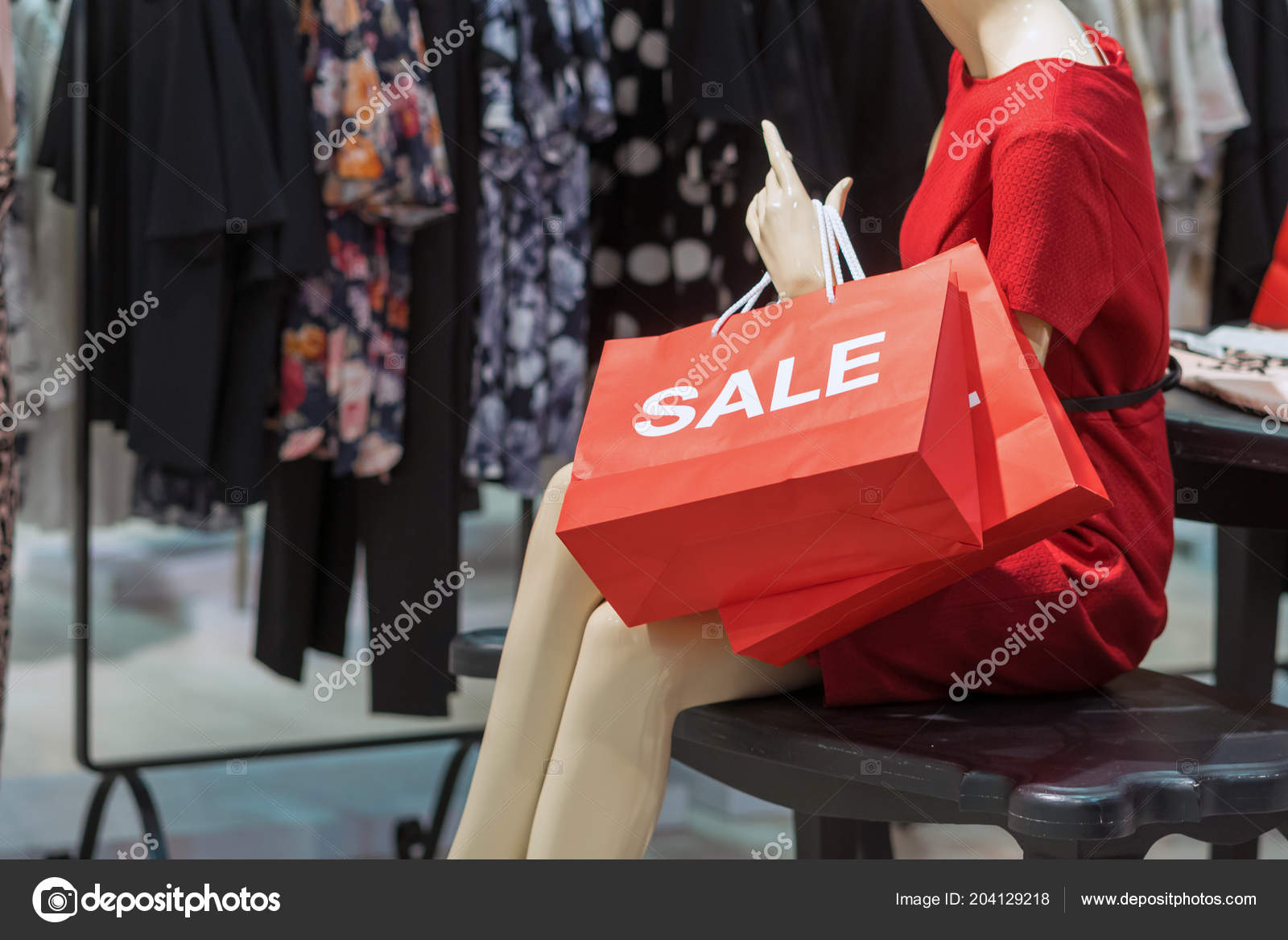 4a3d35e165 Parte Del Maniquí Vestido Con Ropa Casual Con Bolso Compras — Fotos de Stock