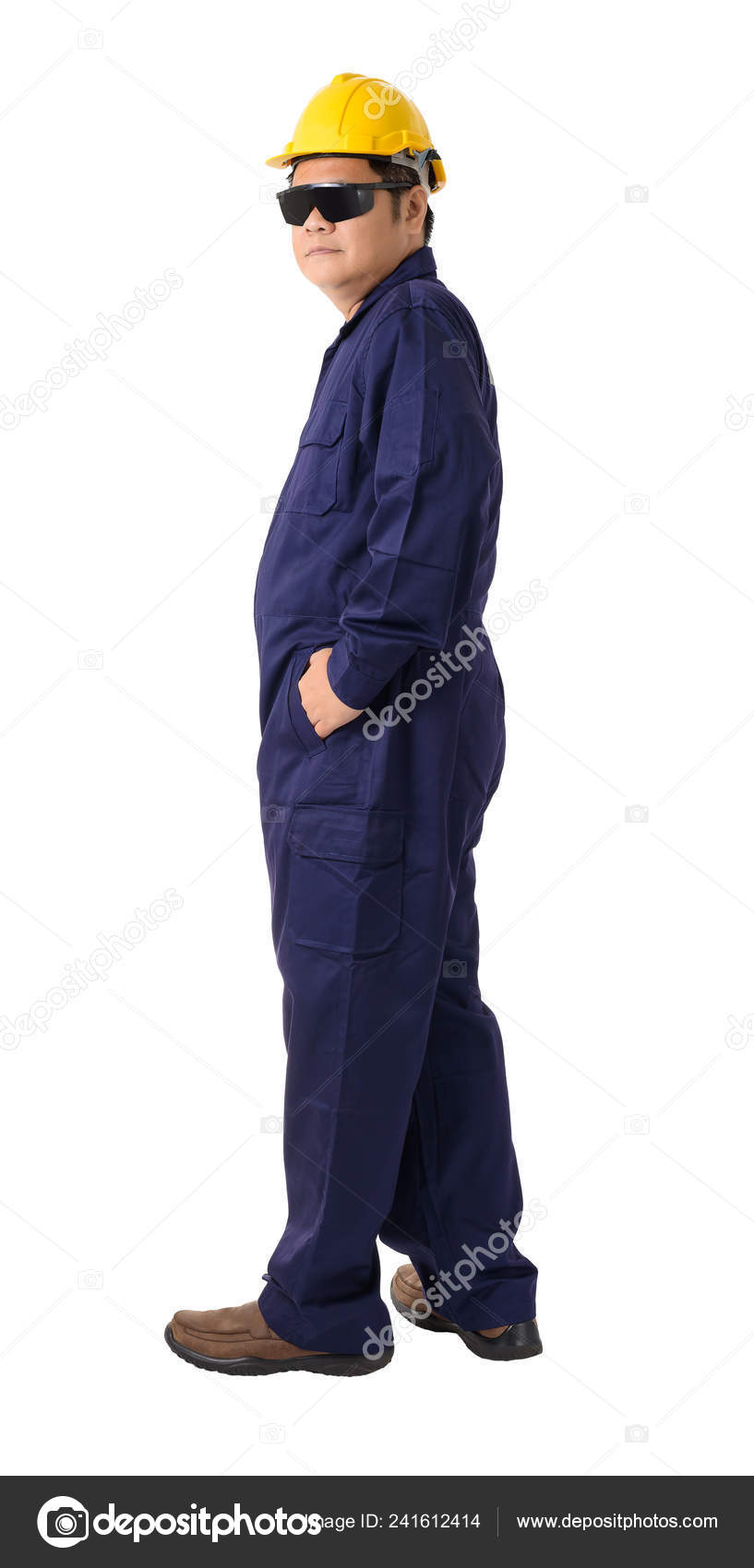2c68117de0e Full body portrait of a worker in Mechanic Jumpsuit with helmet and Safety  goggles isolated on white background clipping path — Photo by sirastockid08