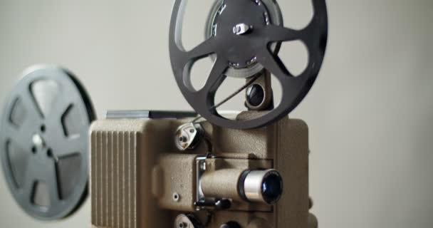 8 mm Filmprojektor Retro läuft. Vintage-Projektor, 4k dci