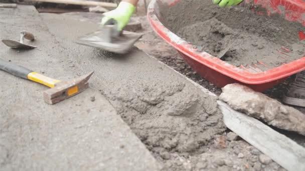 Pracovník dělat betonovou podlahu