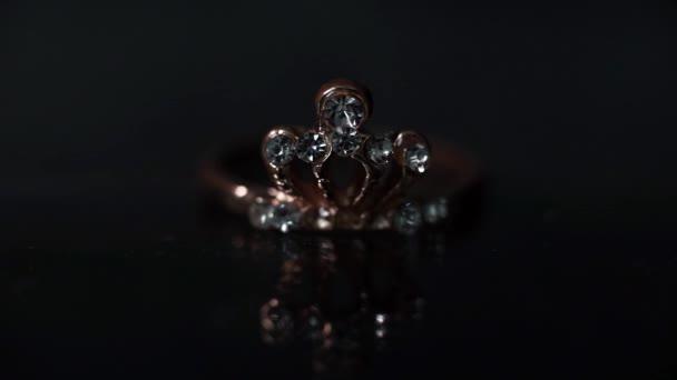 krásný diamantový prstenec s přetečením