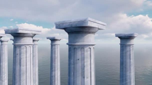 alten toskanischen Ordnung Säulen in einer Reihe unter offenem Meer. Großaufnahme von Kapitellen - obere Elemente klassischer antiker Säulen. abstraktes Konzept 3D-Animation gerendert in 4k