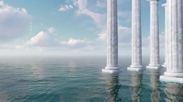 abstrakte konzeptuelle 3D-Animation mit Kolonnaden alter toskanischer Marmorsäulen inmitten des offenen Meeres bei Tag in 4k
