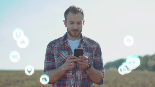 NEW YORK - 5. března 2020: Mladý muž používat telefon úsměv vlogger vliv bílá animace hlasitá technologie internet síťové zařízení on-line úložiště výpočetní ikona síťové připojení virtuální rozhraní