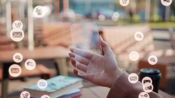 NEW YORK - 5. března 2020: Bílá animace hlasitá technologie internet síťové zařízení on-line úložiště výpočetní ikona síťové připojení virtuální rozhraní digitální žena ruka pomocí futuristické