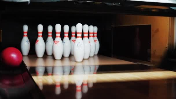 NEW YORK - 5. dubna 2018: Close up of the bowling track strike roll the ball lane spare bowl down half way knocks playback sports winner alley floor fun game indoor leisure relax bowling