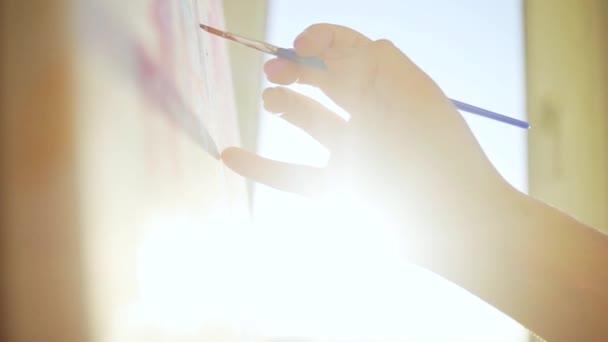 közeli kép művész nők kéz ecset festmény kép vászon művészet stúdió naplemente művészek stúdió kreativitás rajz tervezés lány minta dísz művészet színes papír szép művészet szín lassú mozgás