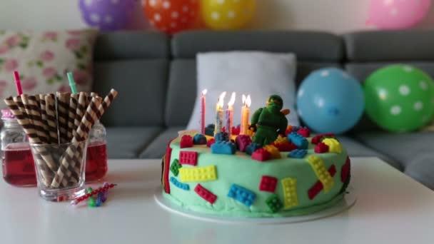 Nettes Kind Vorschule Junge Feiert Seinen Geburtstag Mit Bunten