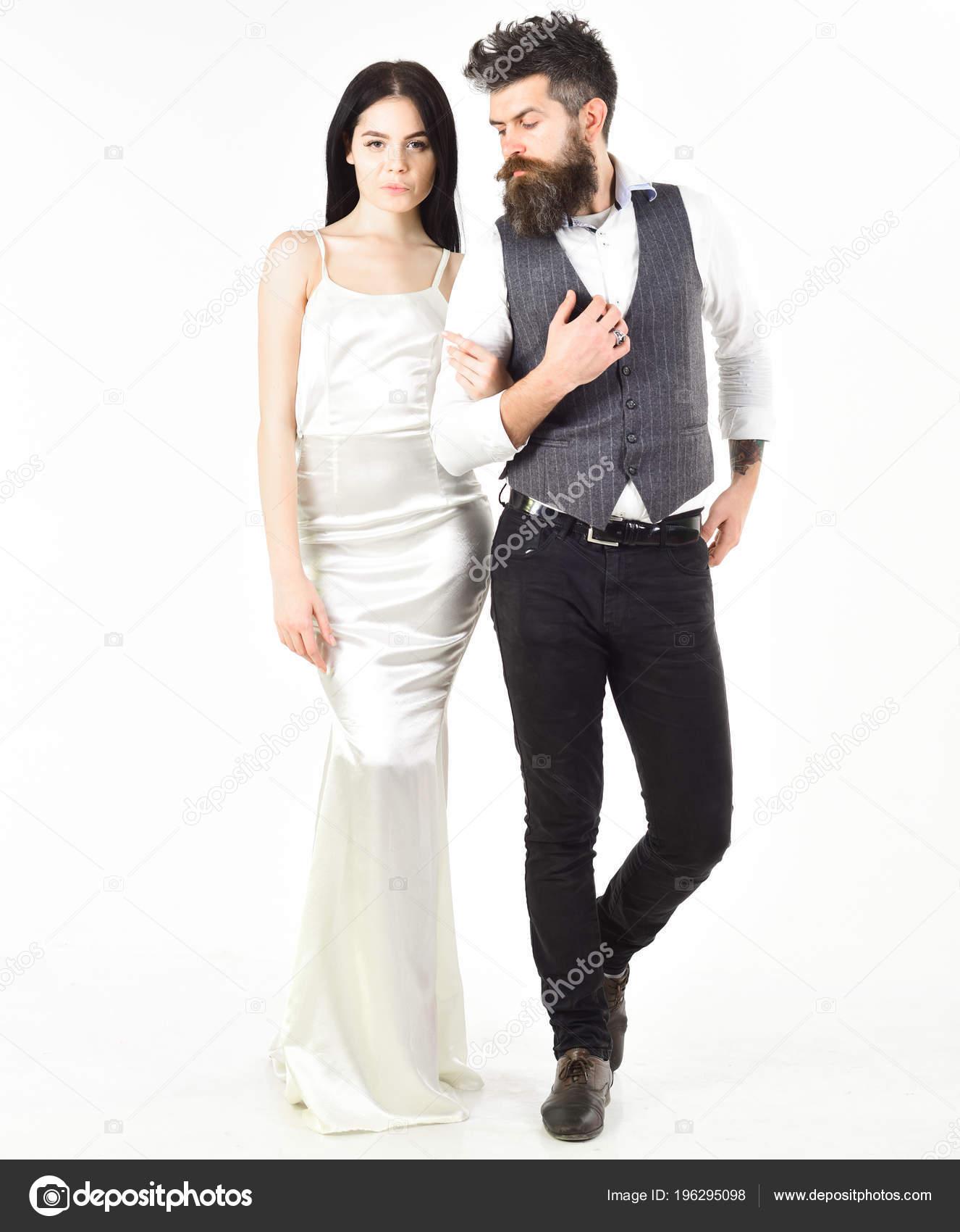 Hipster Matrimonio Uomo : Donna in abito da sposa e uomo in maglia. concetto di matrimonio