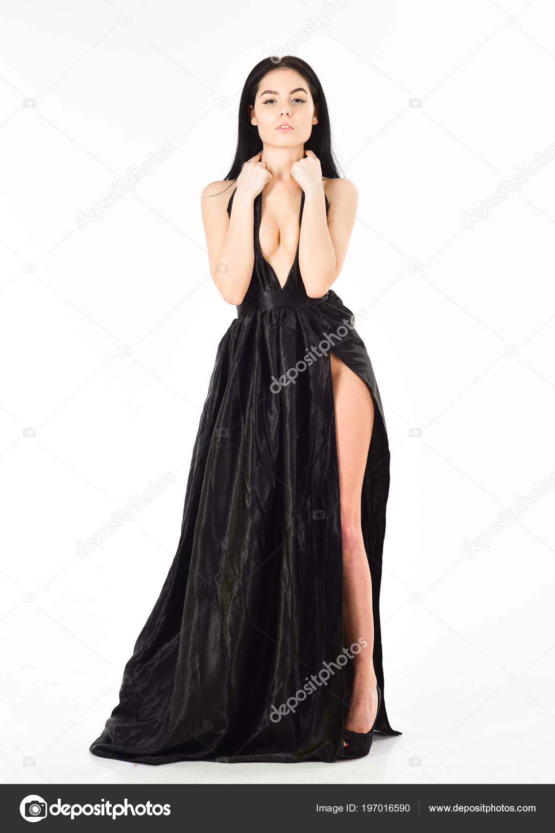 seksualnoe-erotika-dekolte-parni-podglyadivayut-v-okno-obshestvennoy-bani