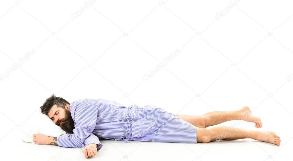 Картинка человек лежит на боку