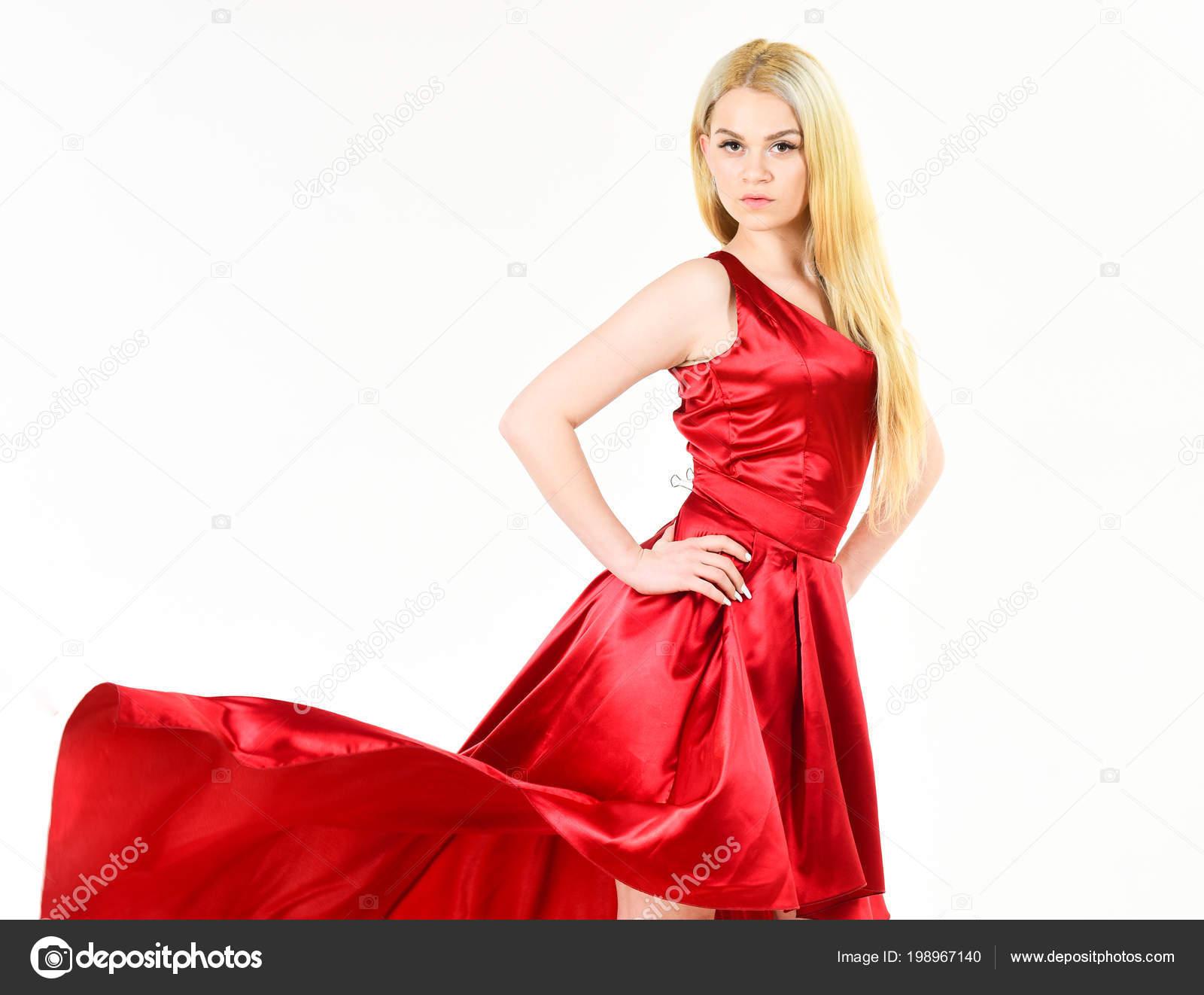 723f2018ac5c Леди вечернее платье, элегантный девушка в длинном платье с хвостом,  фотомодель изолирован на белом, красивые хорошо одетая девушка.