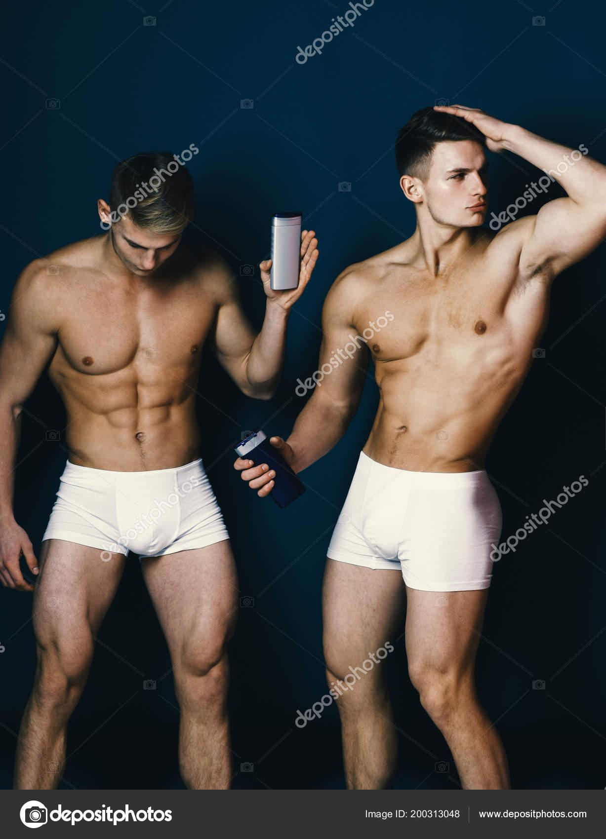 fuertes desnudos hombres