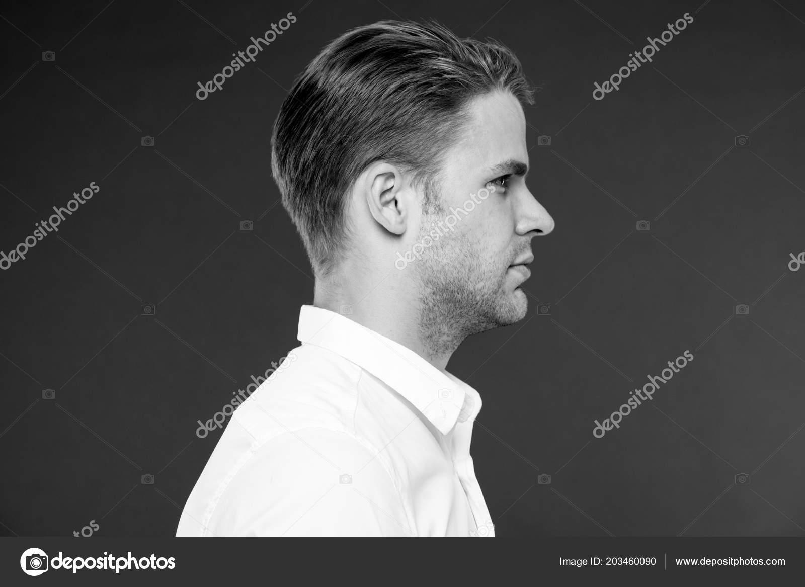 Perfekte Frisur Mann Gepflegt Mit Frischen Stylischen Haarschnitt
