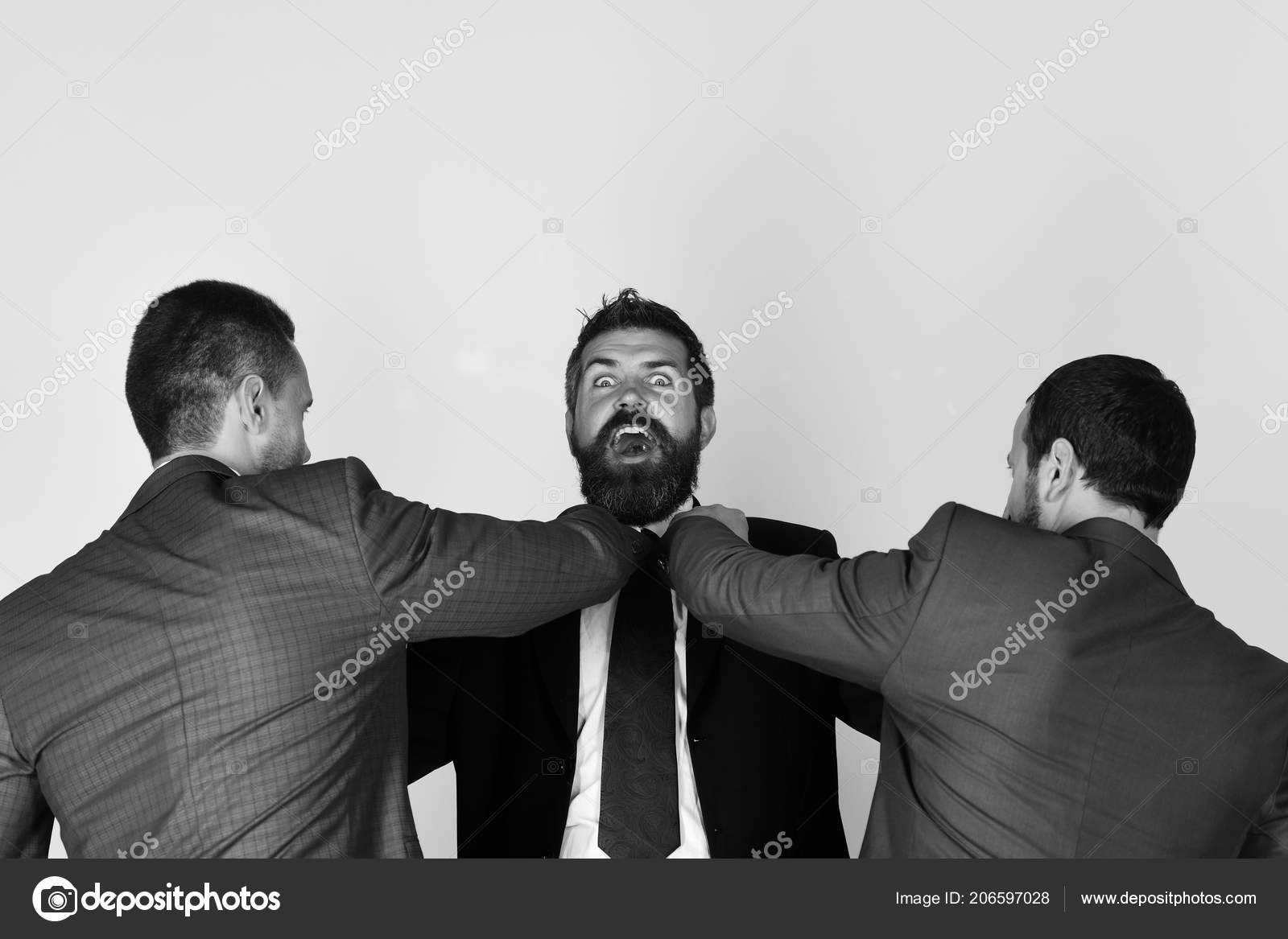 on sale d5fa6 63697 Gli uomini d'affari indossano cravatte e abiti intelligenti ...