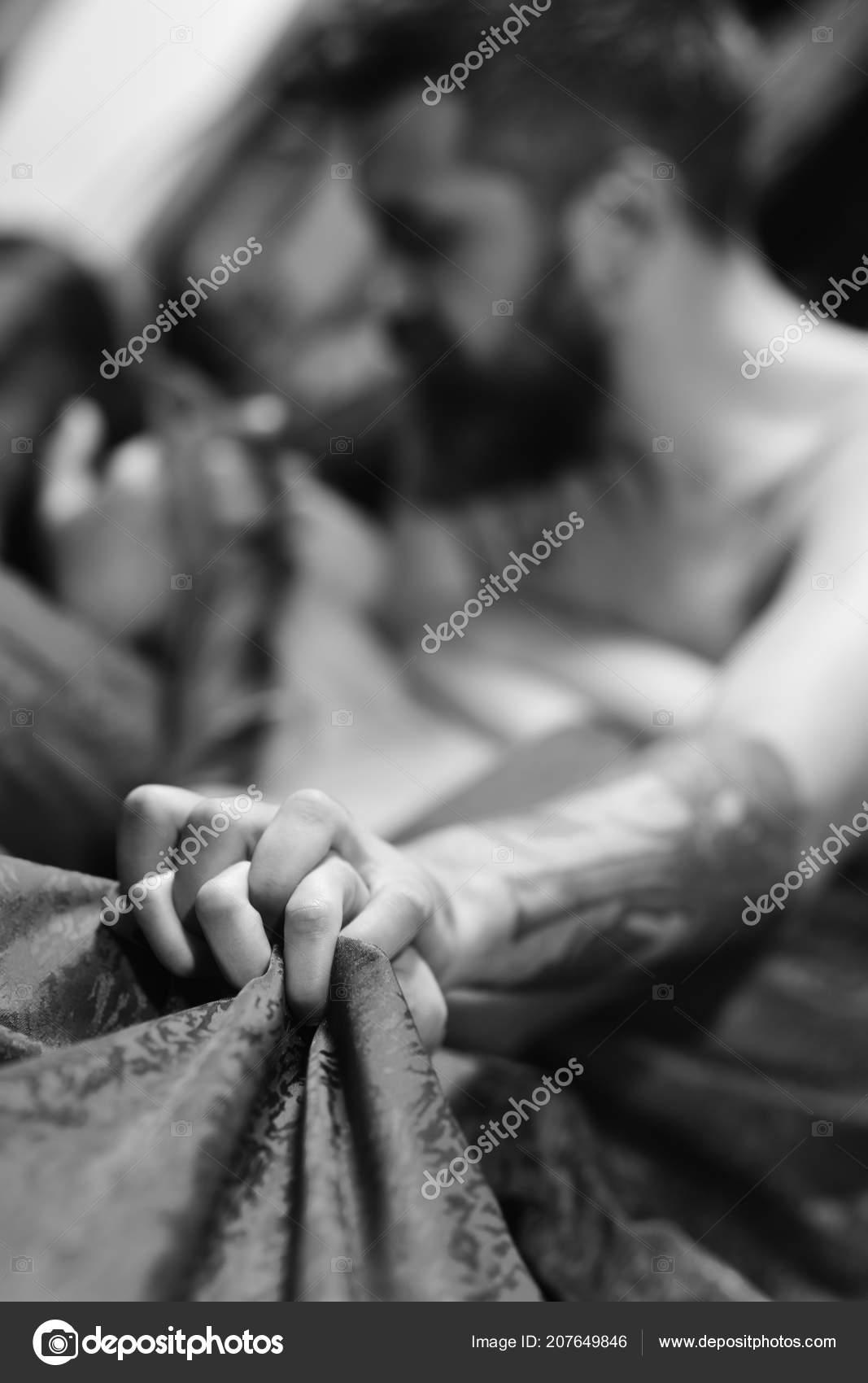 Człowiek Z Ręki Kobieta Posiada Brodę I Tatuaże Selektywny