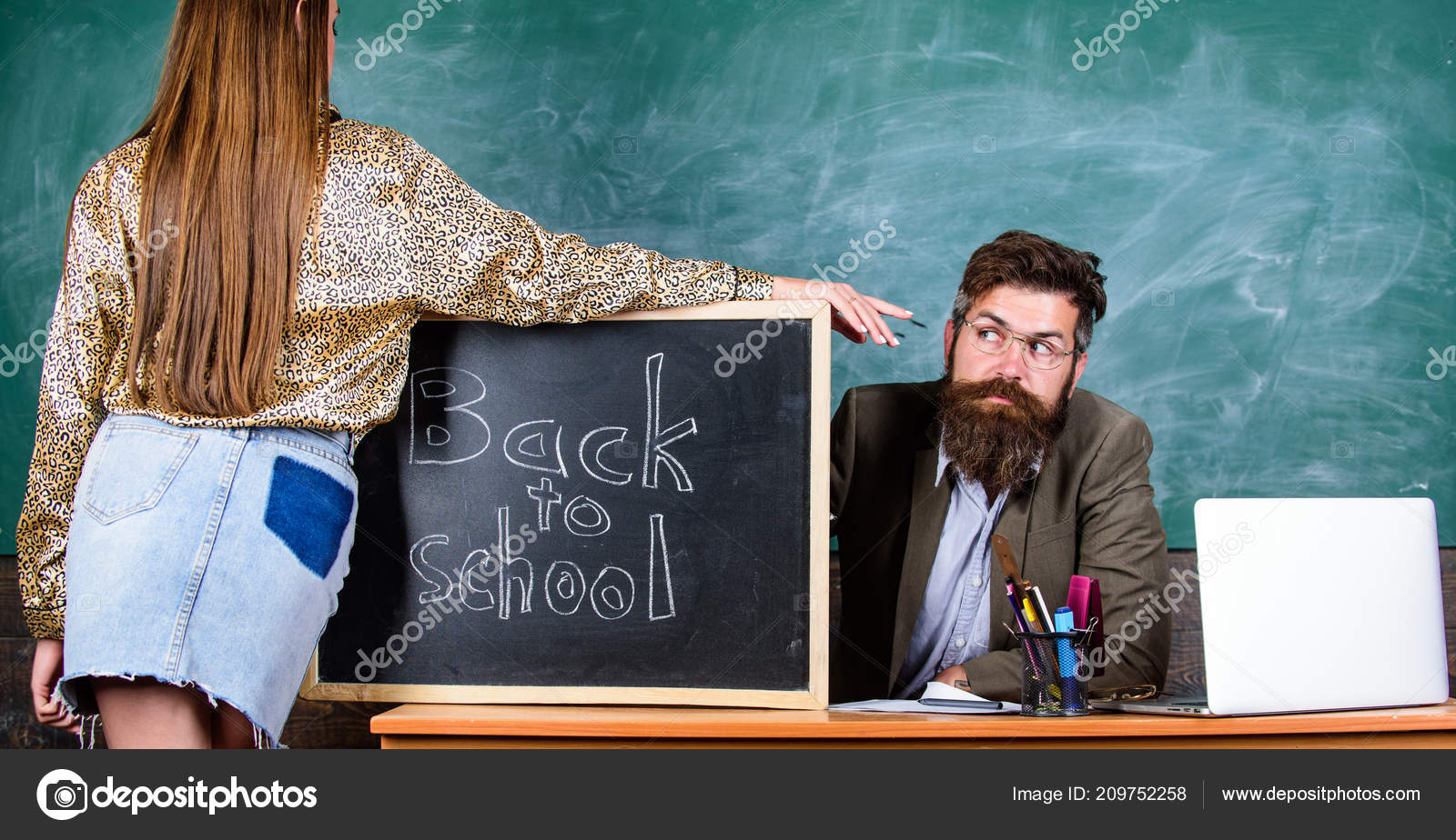 Преподаватель секси девочка