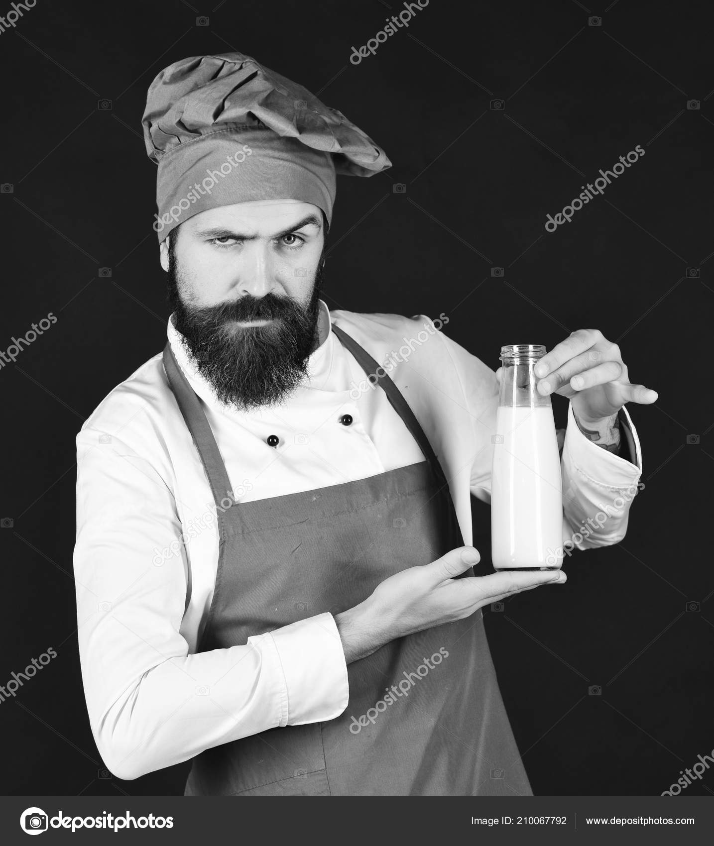 Шеф-повар с молочный коктейль или йогурт. Концепция диета белка.