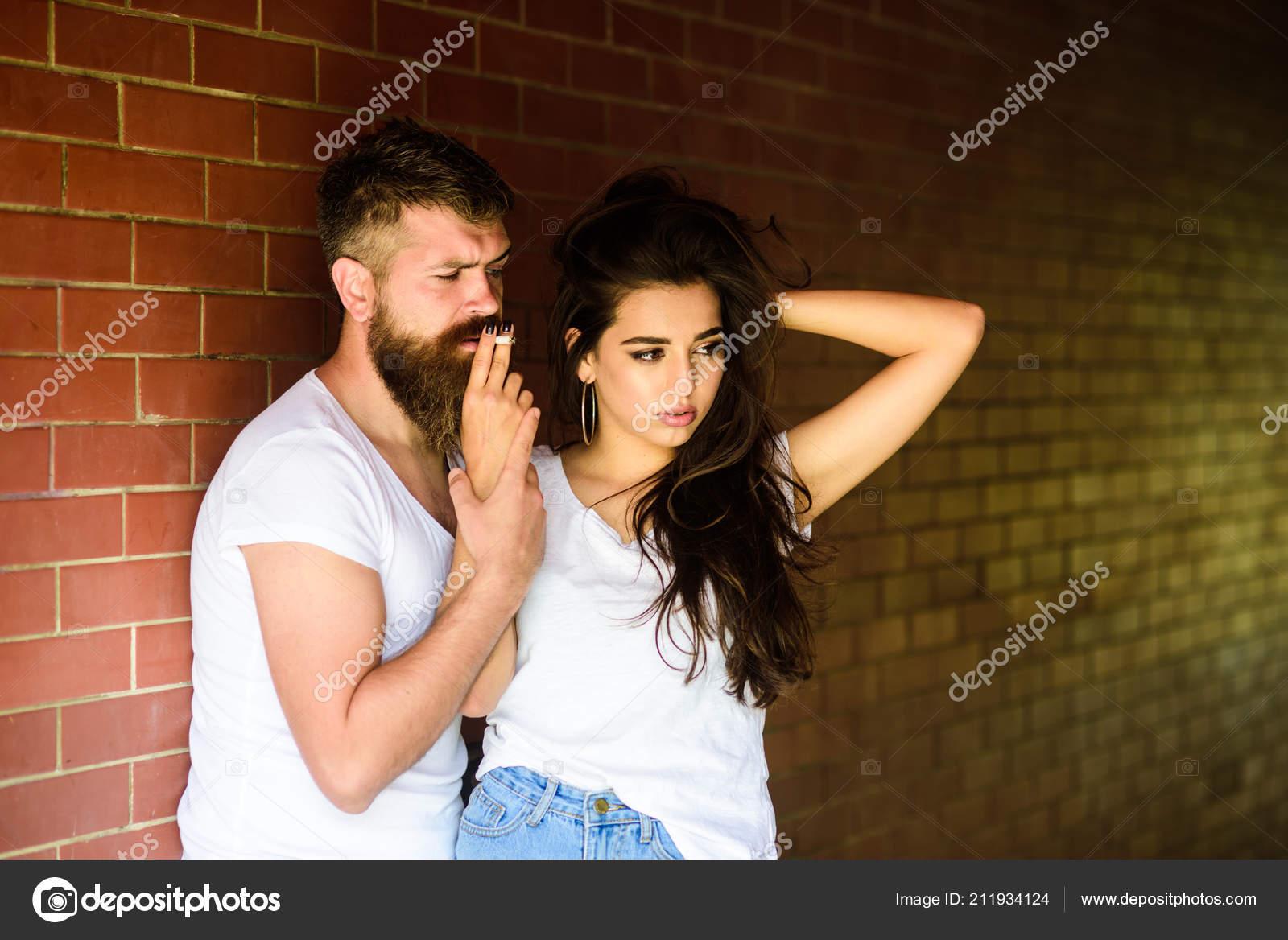Λεσβιακό σαγηνεύει ζευγάρι