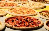 Fotografia Portare via il cibo con vari ingredienti e bordi croccanti