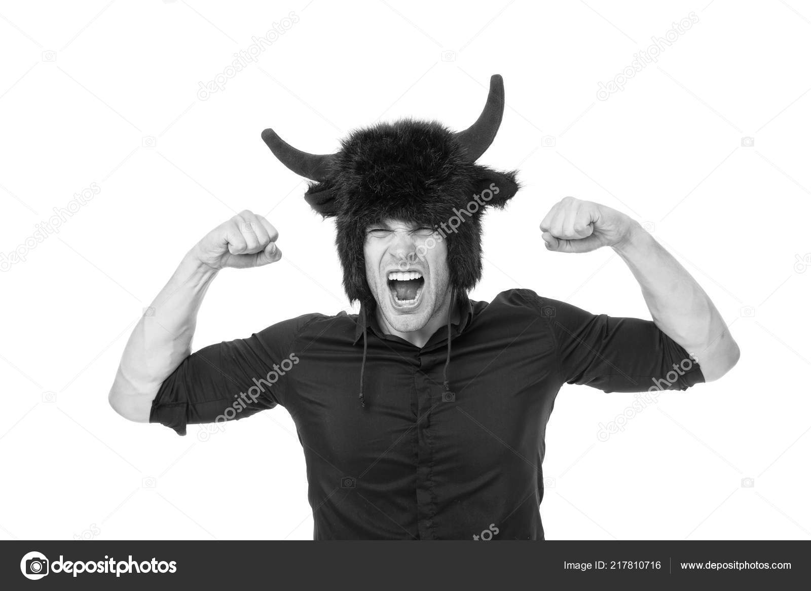 мужчина с рогами фото