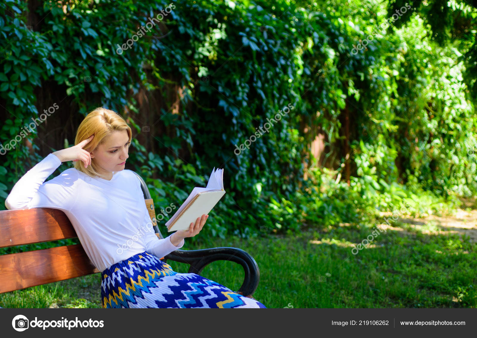 Lady Pretty Bookworm Busy Read Book Outdoors Sunny Day