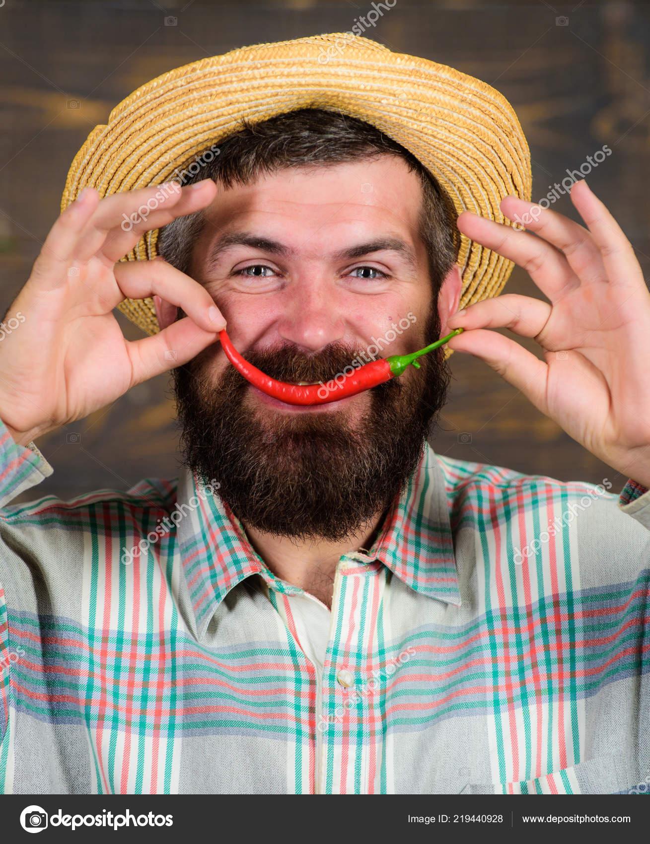 Rustico contadino in cappello di paglia