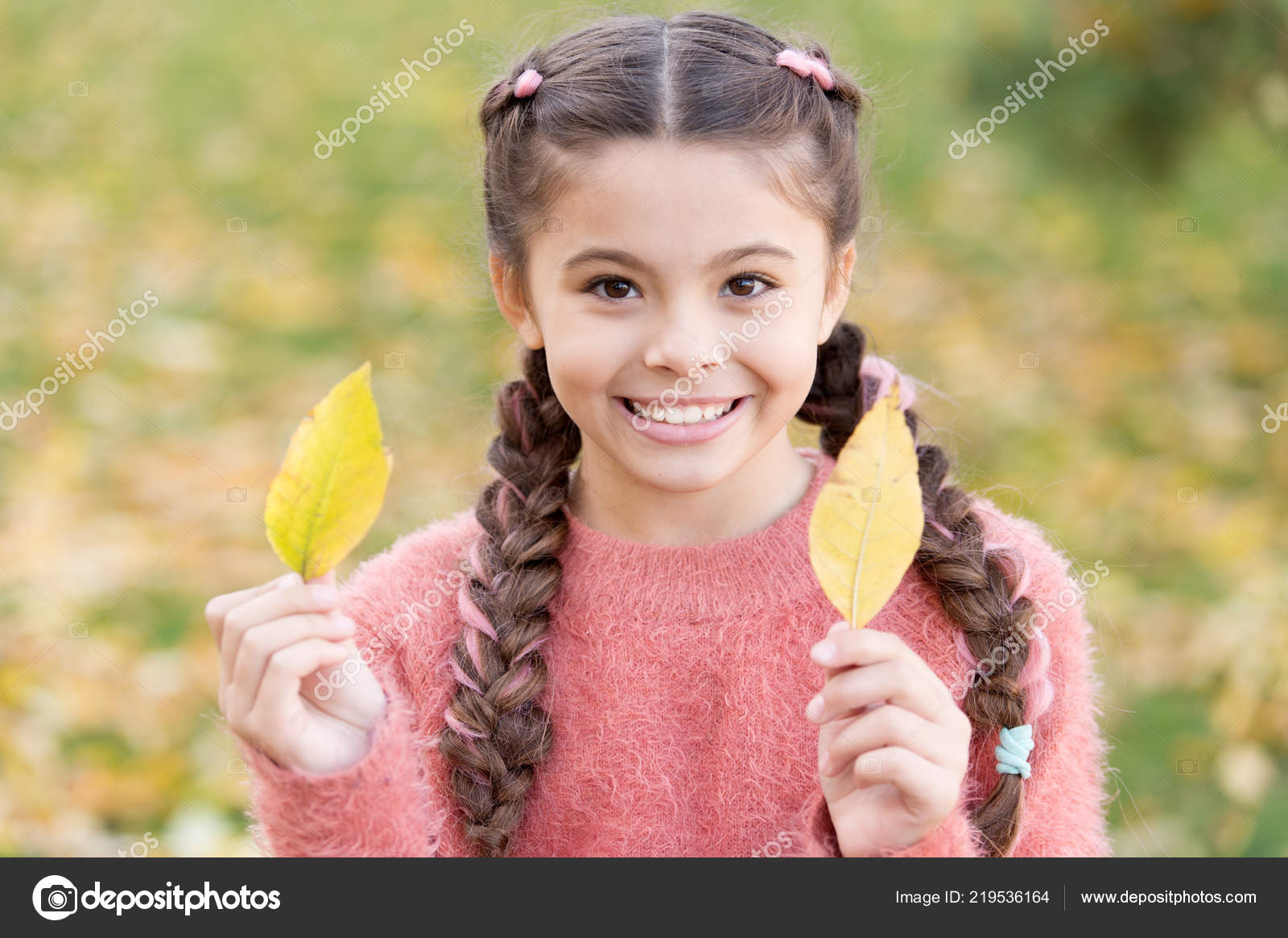 ea7bbc30106 depositphotos_219536164-stock-photo-small-child-with-autumn-leaves.jpg