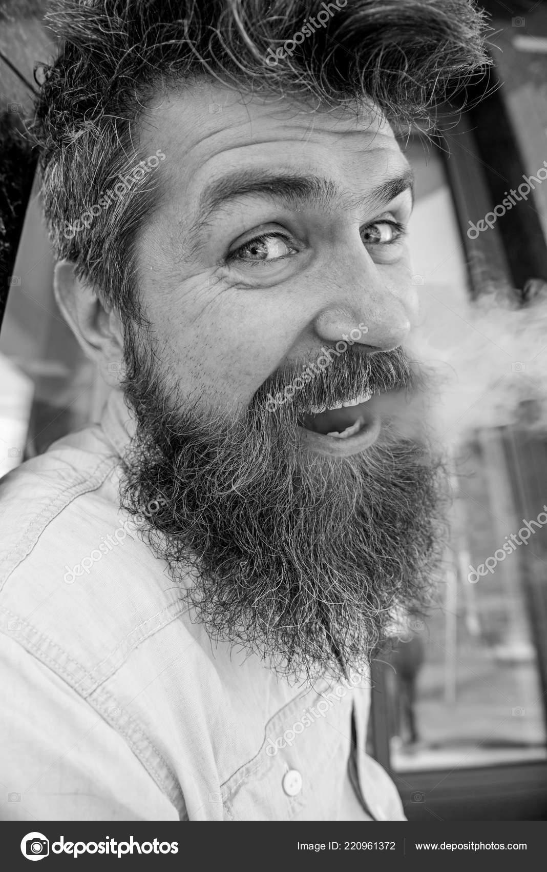 kouření černých vlasůvelké boubíky