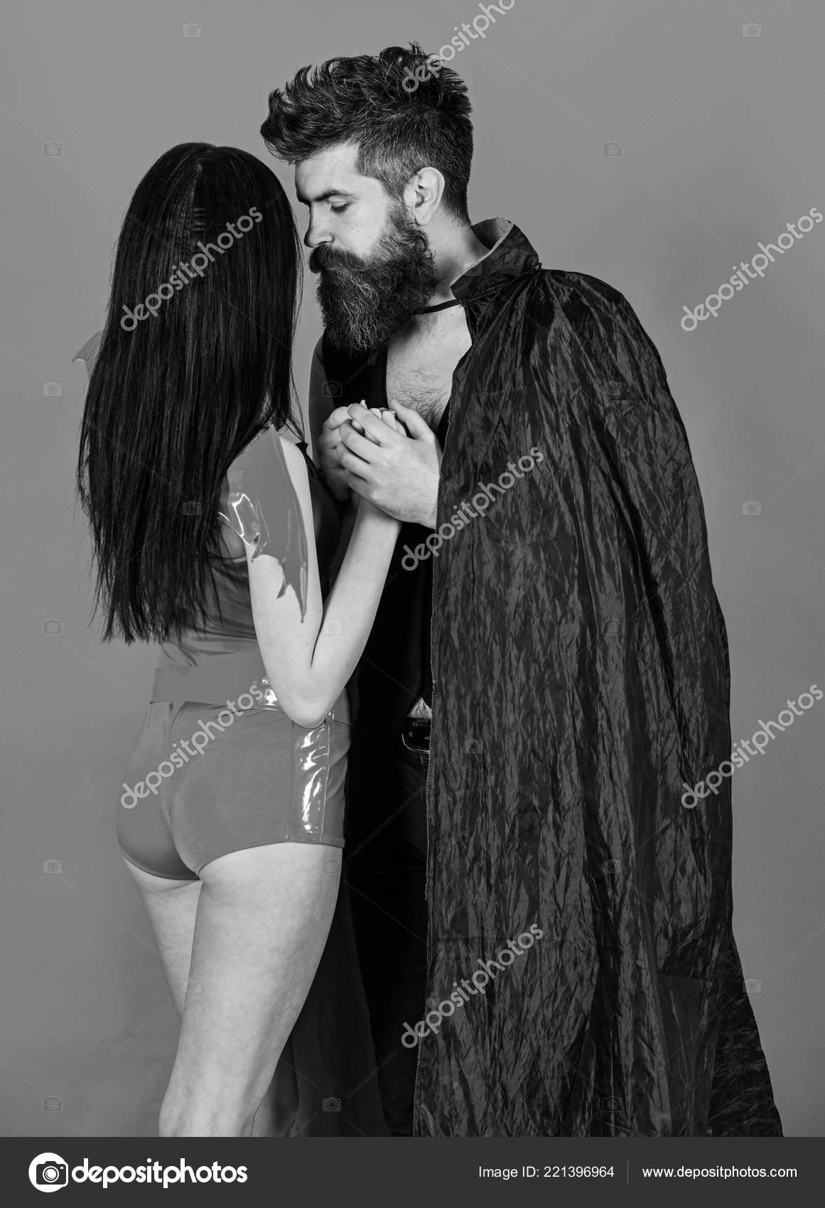 seksualnaya-kartinki-muzhchina-derzhit-devushku-na-rukah-semka-bdsm-v-kontakte