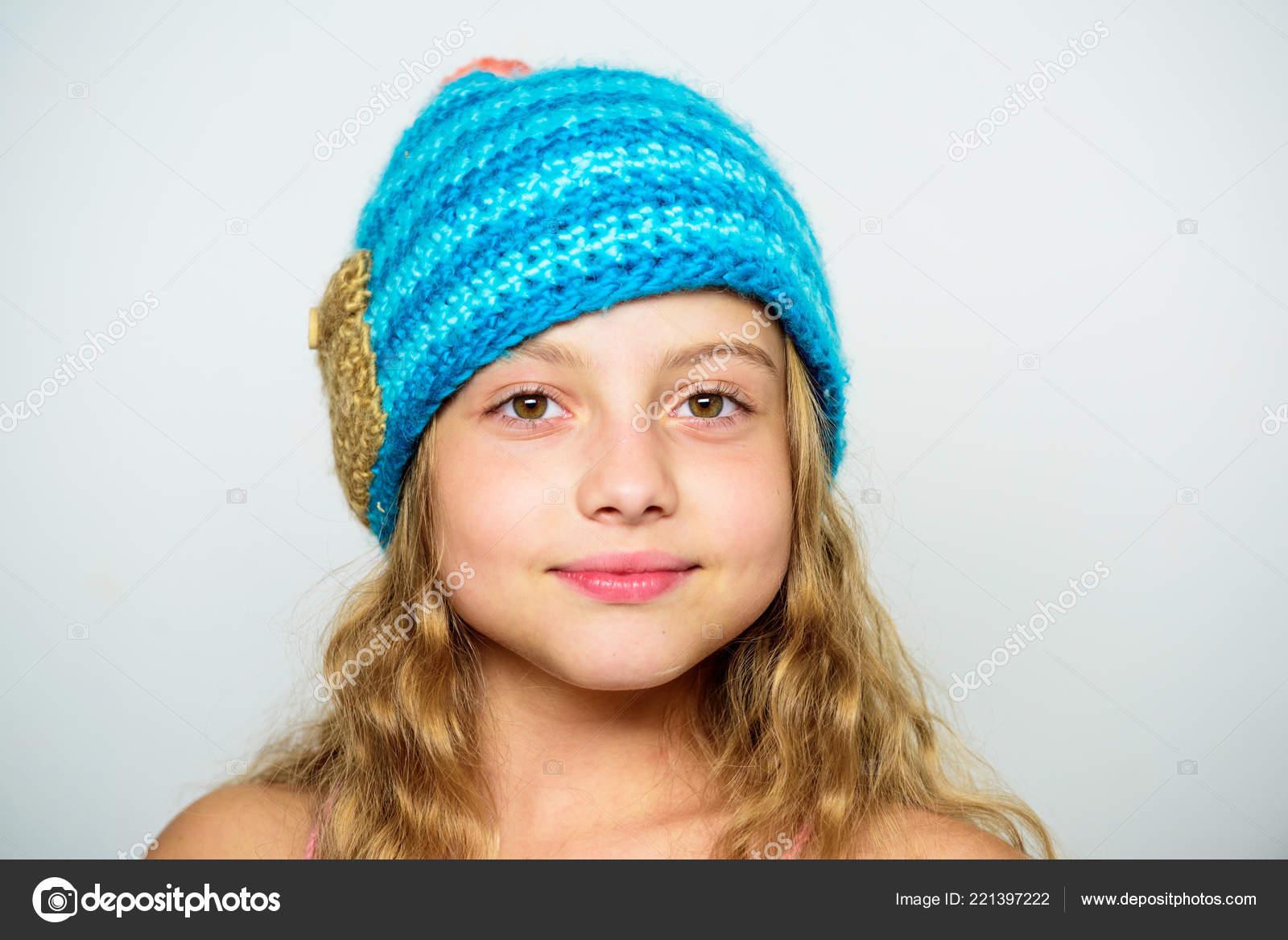 Differenza tra maglia e uncinetto. Gratis modelli di maglieria. Accessorio  di stagione autunno inverno. Cappelli lavorati a maglia per bambini. 62cf631d52f7