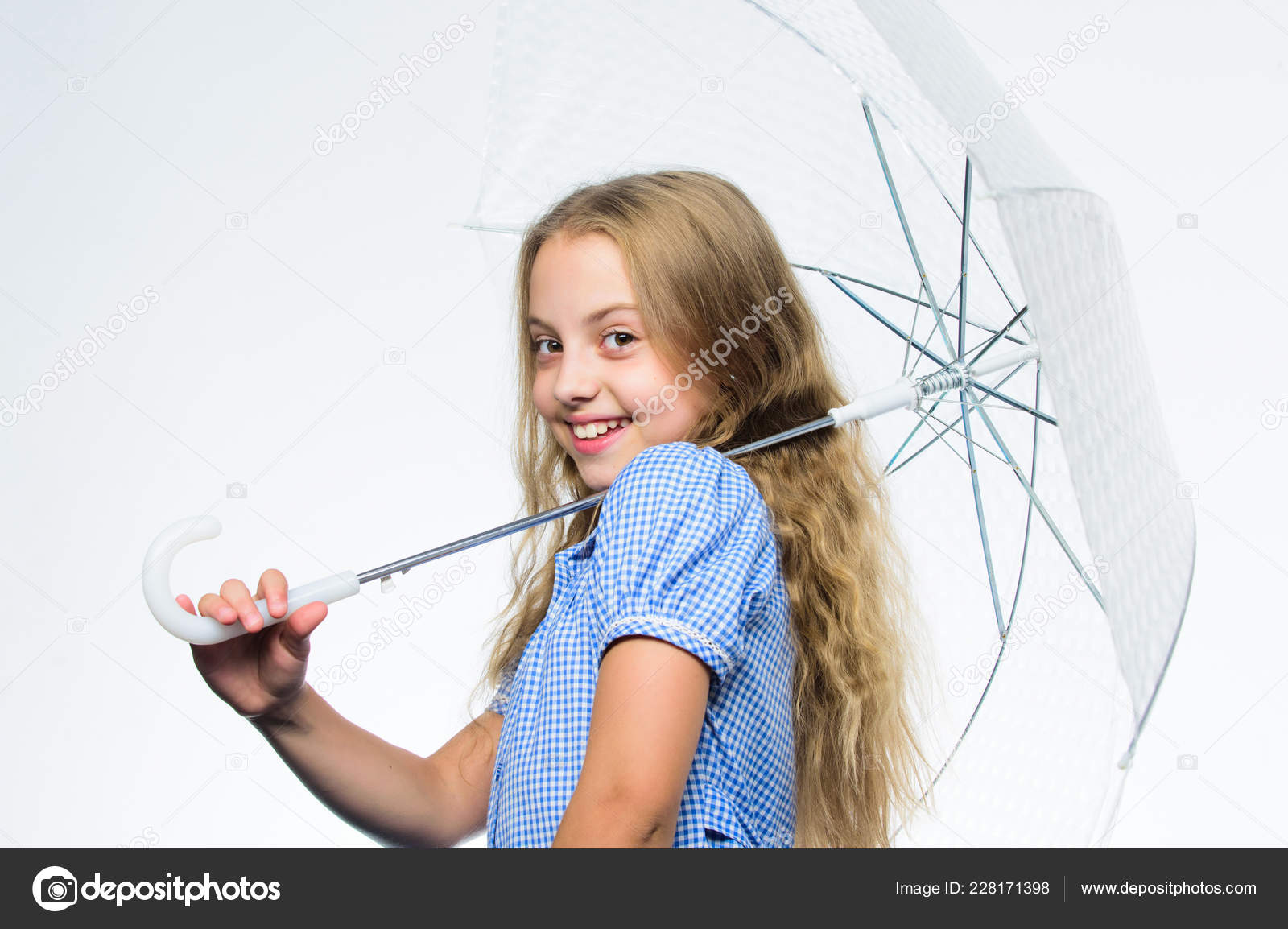 ef8628fec9c Φθινοπωρινή μόδα. Το παιδί. Ευτυχισμένη παιδική ηλικία. Σχολικός χρόνος.  Συναίσθημα που προστατεύονται σε αυτή ημέρα του φθινοπώρου.
