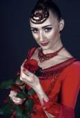 Érzéki nő Rózsa a sötét háttér
