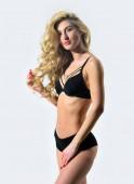 Fotografie Erotische Spiele. Perfekte Körperform. Sexy blonde Frau. Haar Schönheit des sinnlichen Mädchens. Sexy Frau mit langen lockigen Haaren. Erotische Dessous und Unterwäsche. Mode-Modell mit fit Bauch. verlangen