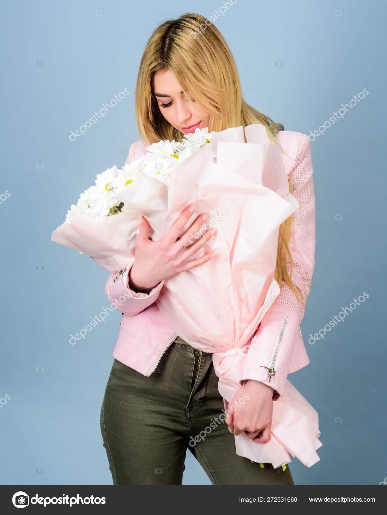 Adore Chamomile Flowers Delivery Service Chamomile Symbol