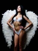 Liebesspiele am Valentinstag. Modeschönheit. sexy Frau in erotischen Dessous. sinnliche Frau mit sexy Körper. Fitness-Körper. Damenunterwäsche. Mädchen in Agnel Flügeln. Sexy Amor. sexy Bauch.