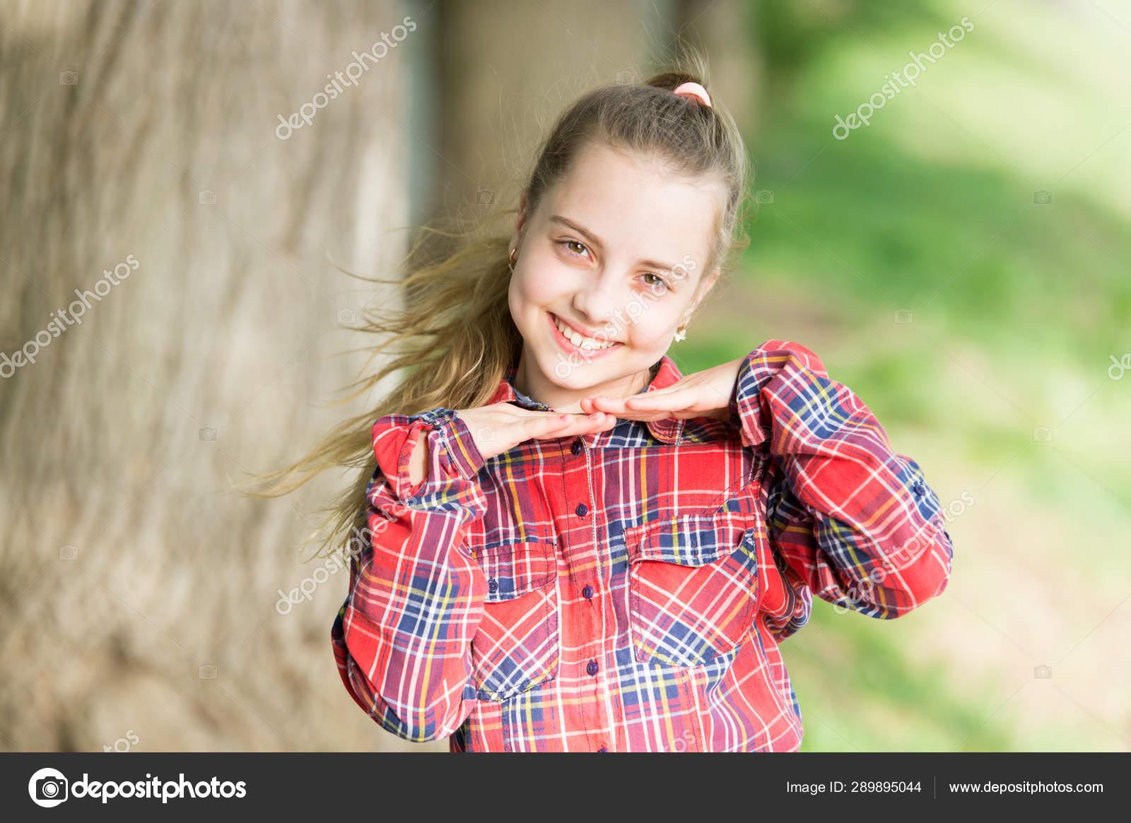 アドルバレの赤ちゃんの顔かわいい顔の外観を持つ幸せな子供