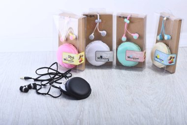 Macaroon package for audio accessory with packed devices for sale