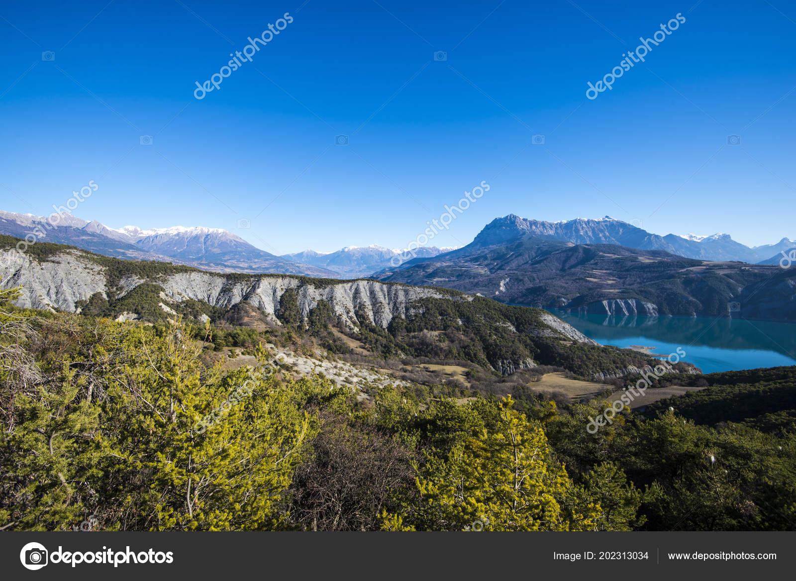 Lac Serre Poncon : Panoramic view lake lac serre poncon french alps clear day u2014 stock