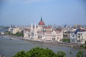 Budapest, Magyarország 04.24.2019: A csodálatos Parlament képe Budapesten