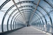 gyalogos footbridge nyár dlr állomás, canary wharf, london