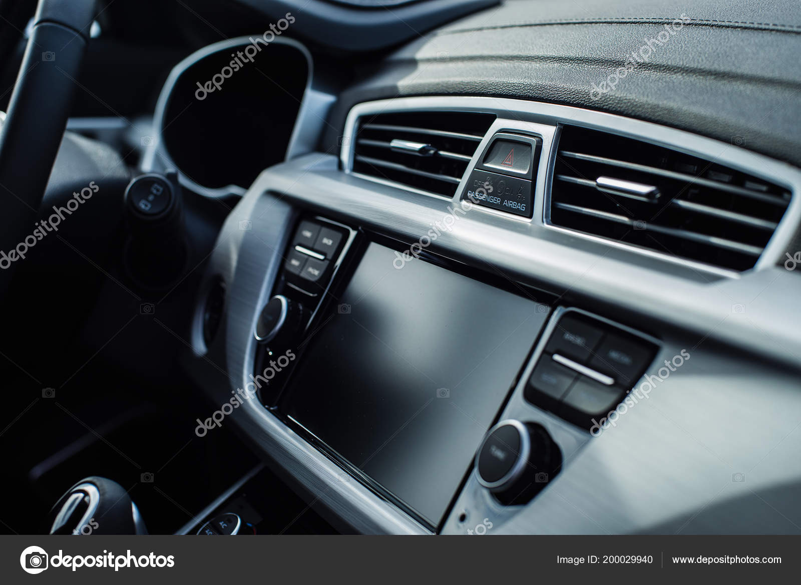 204cbd88ff Εσωτερικό αυτοκινήτου με ρηχό βάθος πεδίου με εστίαση στο κουμπί έκτακτης  διακοπής — Εικόνα από ...