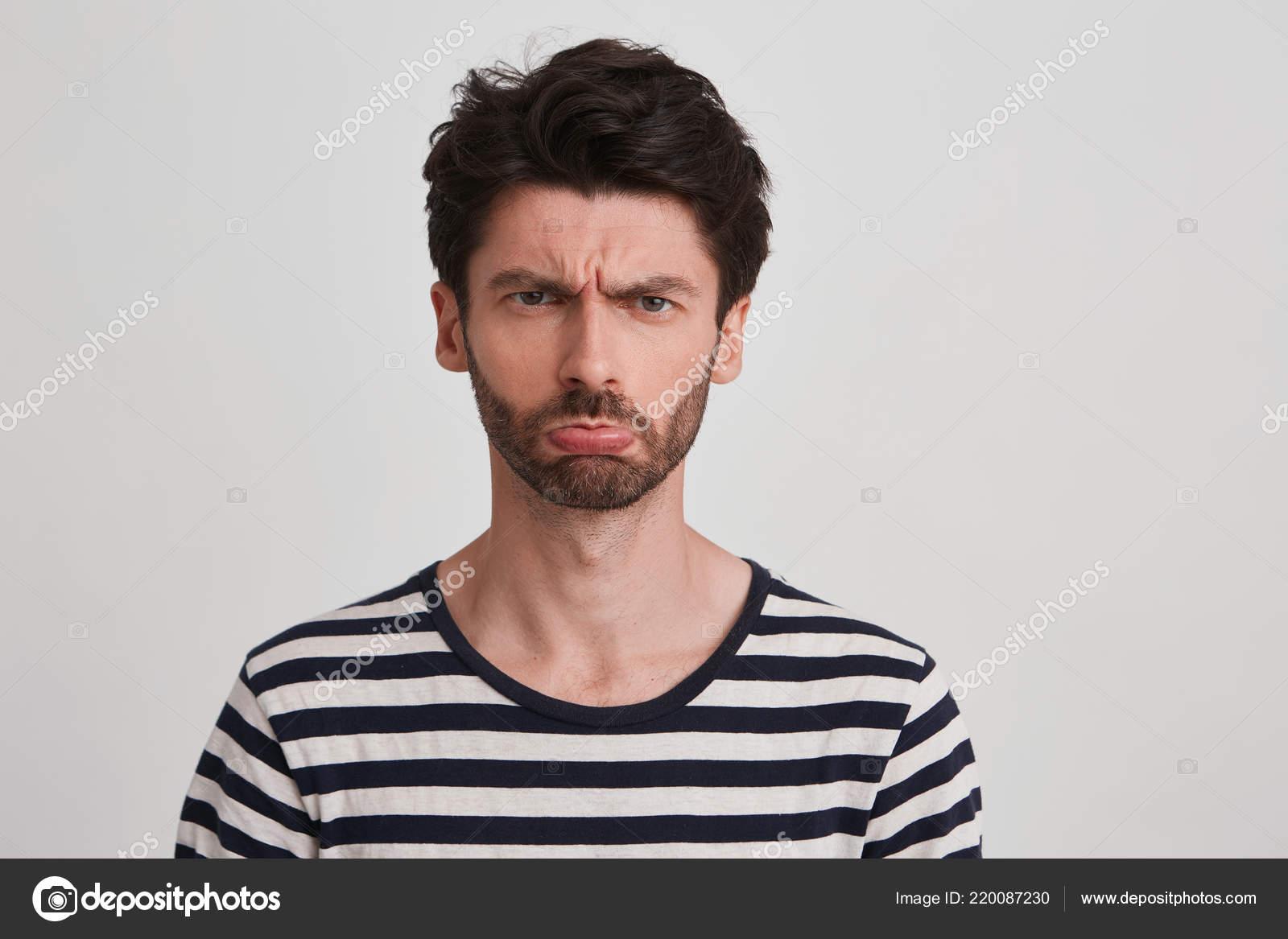 Viso ragazzo giovane capelli castani