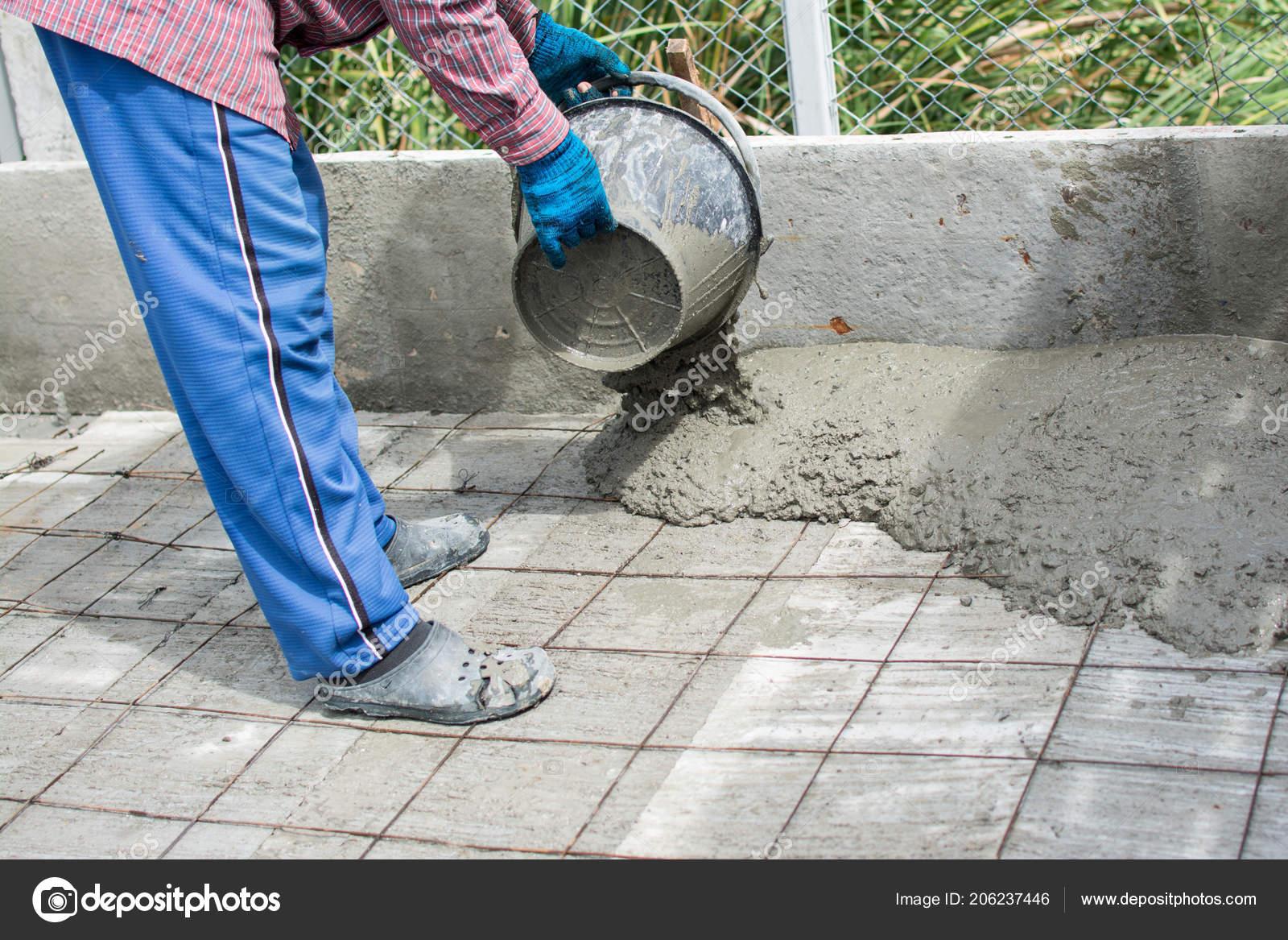 Wet Concrete Poured Wire Mesh Steel Reinforcement — Stock