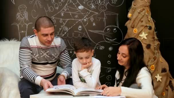 Családi olvasó egy könyv, egy karácsonyi mese